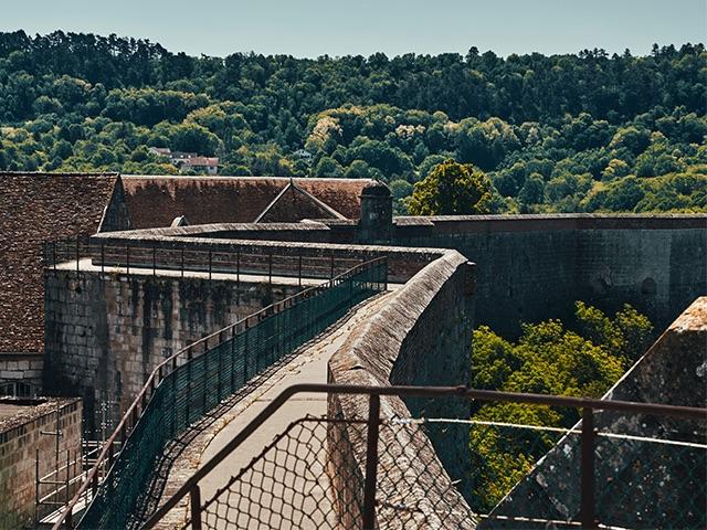 Vue des chemins de ronde de la Citadelle de Besançon