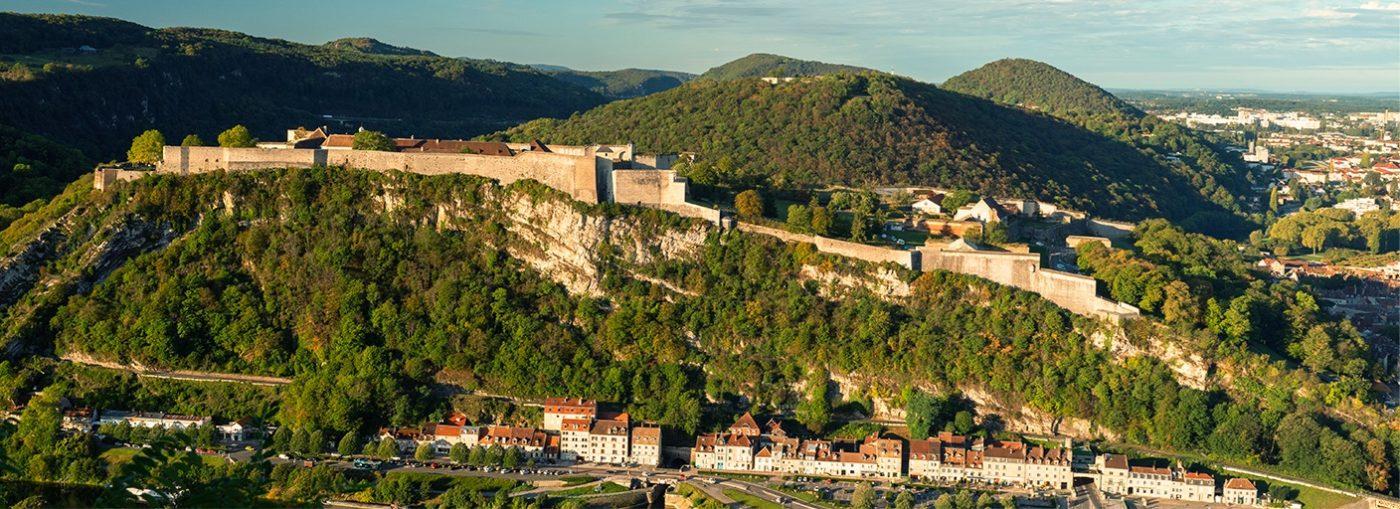 Vue de côté de la Citadelle de Besançon